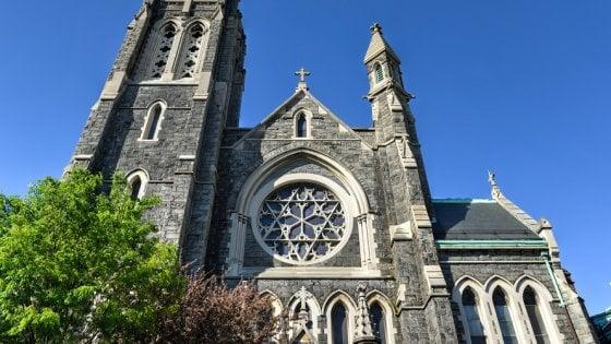 New York, la diocesi di Brooklyn pubblica una lista di 100 preti pedofili