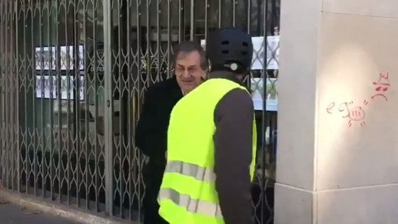 Gilet gialli in piazza, insulti antisemiti al filosofo Finkielkraut