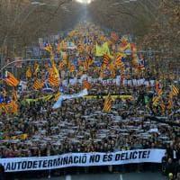 Barcellona, 200.000 in piazza contro il processo agli indipendentisti