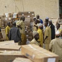 Caos Nigeria, elezioni rinviate a sorpresa. La rabbia degli abitanti: 500 km a piedi per...