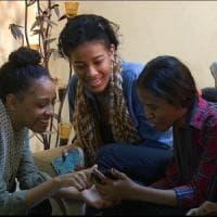 """Sudan, la protesta delle donne contro la violenza delle forze dell'ordine: """"Ne sveliamo..."""