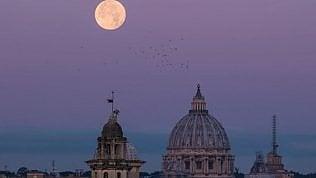 Che spettacolo, torna la super Luna: sarà la più grande dell'anno