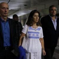 Venezuela, negato l'ingresso a 5 eurodeputati del Ppe. Duello Guaidò-Maduro sugli aiuti...