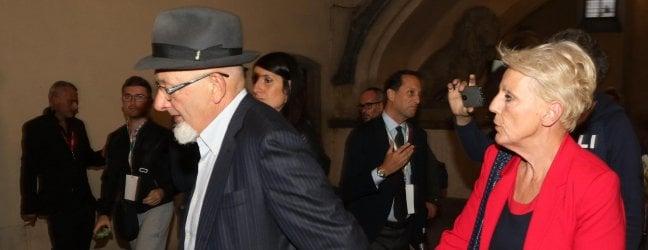 Genitori di Renzi ai domiciliari: Tiziano e Laura Bovoli accusati di bancarotta fraudolenta