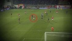 Il portiere esce dai pali: così l'avversario segna il 'gol dell'anno'