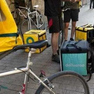 """Deliveroo, quando il rider può salvarti la vita: ovvero """"LifeCycle"""", a lezione di primo soccorso con la Croce Rossa"""