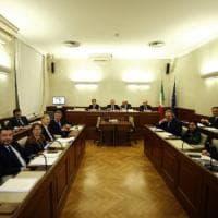 Diciotti, giunta del Senato dice no al processo a Salvini. Giarrusso mima le manette...