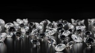 Truffa diamanti, la Finanza sequestra 700 milioni di euro