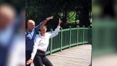 Come Beyoncé e Jay-Z: il ballo scatenato di Claudio Bisio e Federica Pellegrini