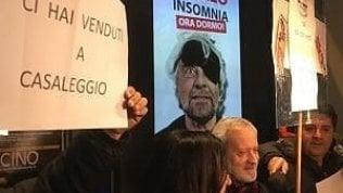 """M5S, ex attivisti contestano Grillo dopo il no al processo per Salvini: """"Ci hai venduti"""""""