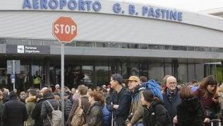 Fiamme in aeroporto Ciampino: stop partenze, voli da Fiumicino