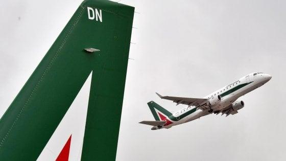 Alitalia, vertice a Londra per il salvataggio. Salvini: Non svendere all'estero