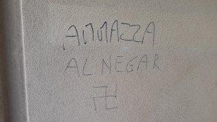 """""""Ammazza il negro"""", ancora minacce razziste contro la famiglia del Milanese che ha adottato un ragazzo senegalese"""