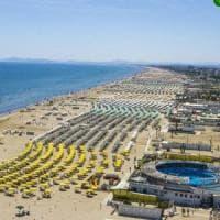 Da Bibione a Rimini, divieto di fumo lungo chilometri di spiagge