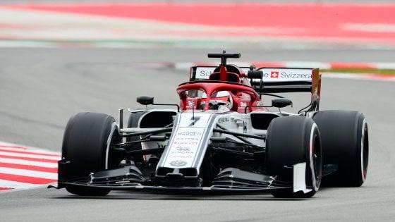 F1, test Montmelò: Kvyat il più veloce davanti a Raikkone, quarto Vettel