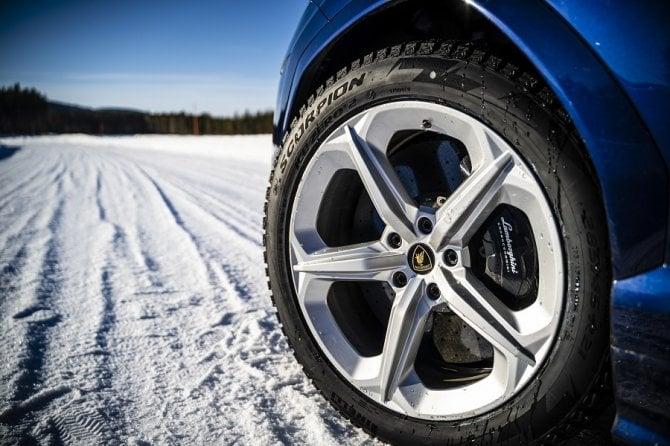 Pirelli Ice Zero2, il super pneumatico chiodato in azione