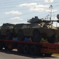 Maduro manda i blindati alla frontiera con il Brasile