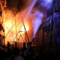 Bangladesh, brucia condominio a Dacca: almeno 70 morti