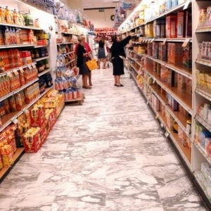 Non vedenti, al supermercato assistiti da commessi formati dall'Unione Italiana Ciechi