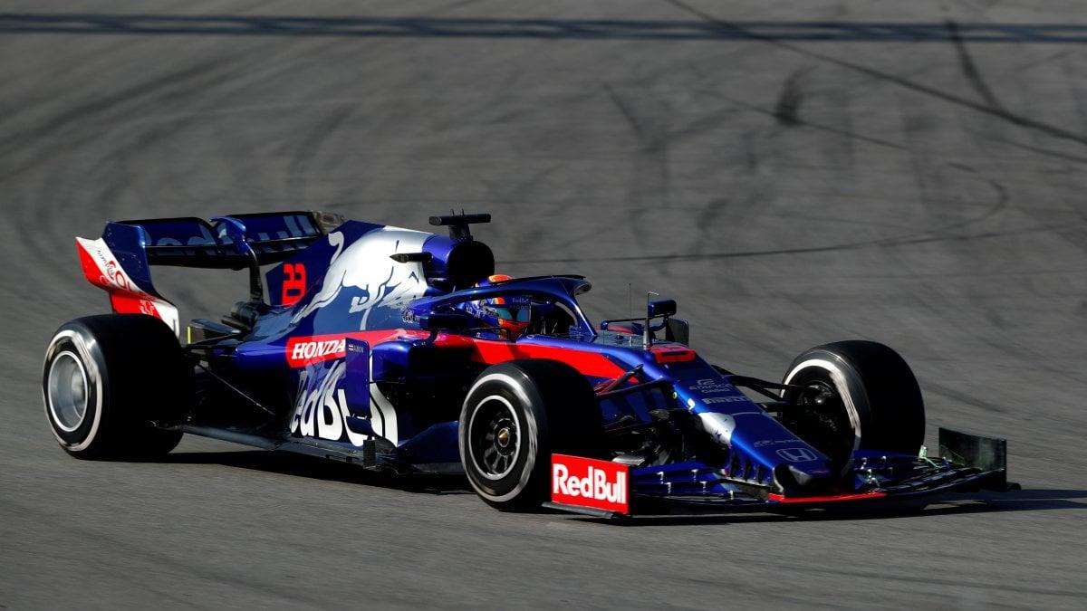 F1, test Montmelò: vola la Renault, la Ferrari di Leclerc c'è