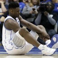Una scarpa rotta affossa la Nike