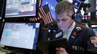 Segnali di debolezza dall'economia Usa, Borse deboli