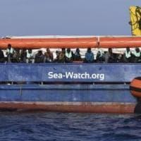 Immigrazione, la Sea Watch lascia Catania e parte per Marsiglia