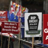 Rivolta nel governo britannico: tre ministri annunciano le dimissioni. Pronti a votare...