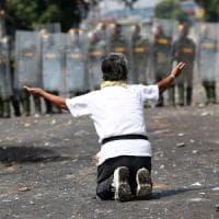Venezuela, Maduro rompe le relazioni con la Colombia. Quattro morti al confine con il...