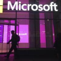 Dipendenti Microsoft in rivolta contro fornitura di visori Hololens al Pentagono
