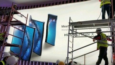 Huawei svela il suo smartphone pieghevole per un errore video