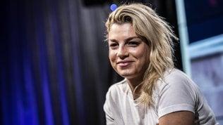 """Migranti, Emma dopo gli insulti sessisti: """"Io non odierò come voi"""" video"""