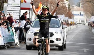 Ciclismo, Andalucia: show di Simon Yates. Alto Var; colpo Ciccone