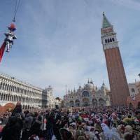 Venezia, via al Carnevale. Ma il volo dell'angelo è a numero chiuso