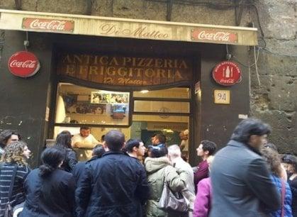 Napoli, spari nella notte contro la pizzeria Di Matteo