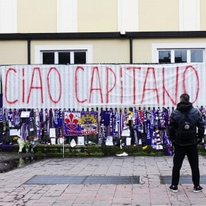 """Insulti ad Astori, Fiorentina indignata: """"Perseguire gli sciacalli"""""""