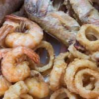 Calamari, totani e alici: la frittura di mare perfetta