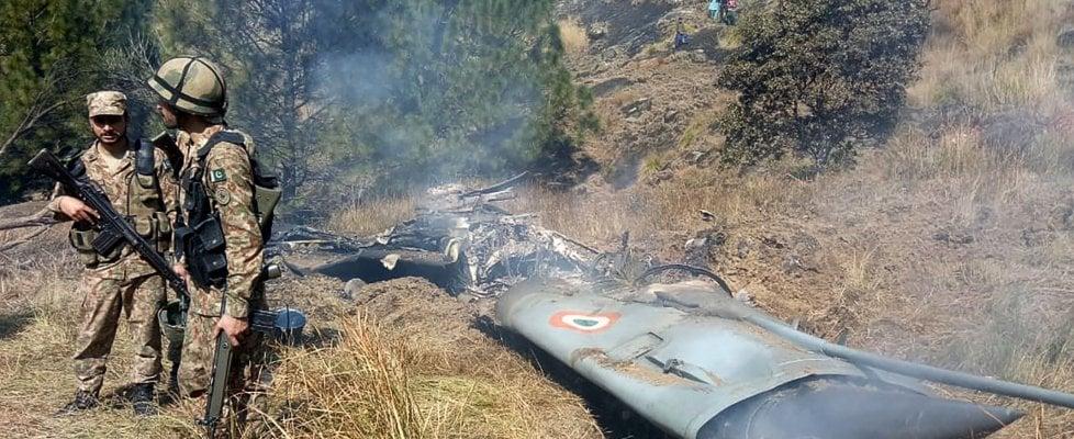"""Tensione sui cieli del Kashmir, il premier del Pakistan Imran Khan: """"Pronti a trattare con l'India"""""""