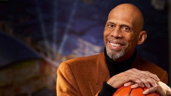 Basket, il cuore d'oro di Abdul-Jabbar: ''All'asta quattro anelli Nba per aiutare i bambini a studiare''