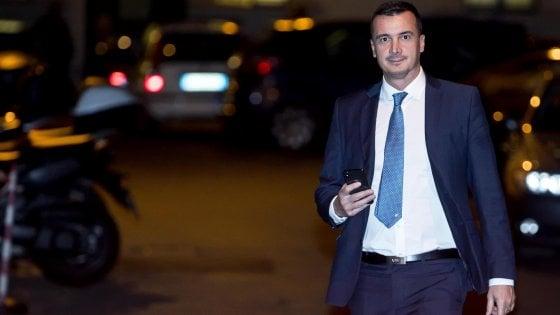 """M5S, Casalino: """"Sarti si è nascosta dietro il mio nome"""". L'ex compagno: """"Falso, sapeva"""". Di Maio: """"Espulsione doverosa"""""""