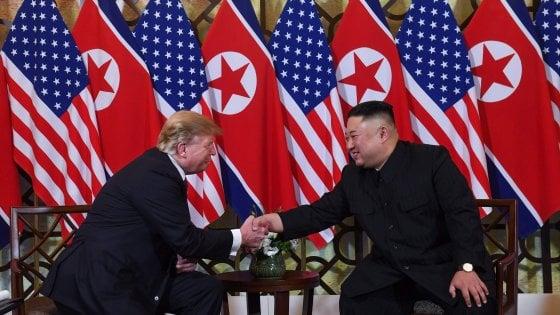 """Al via il vertice di Hanoi, Trump stringe la mano a Kim Jong-un: """"È un grande leader"""""""