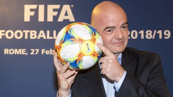 Fifa, Infantino bacchetta lItalia: Può fare di più sul razzismo e sugli stadi è dietro al Gabon
