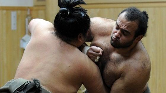 """Giappone, la federazione di sumo detta nuove regole: """"La barba è indecente. Tagliatela"""""""