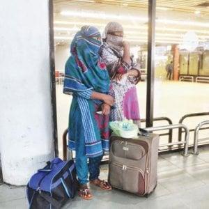 Bangladesh, torturate e ridotte in schiavitù: la fuga delle domestiche dall'Arabia Saudita
