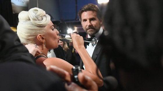 """Lady Gaga da Jimmy Kimmel nega il flirt con Bradley Cooper: """"I social network sono il wc di Internet"""""""
