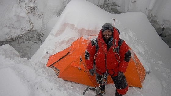 """Nanga Parbat, alpinisti dispersi: slittano i soccorsi. Messner: """"Poche speranze per Nardi e Ballard"""""""