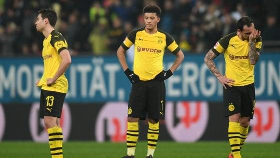 Bundesliga, il Dortmund cade con l'Augsburg. Ora il Bayern può agganciare la vetta