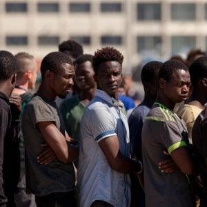 Migrazioni, c'è il dimezzamento degli sbarchi, ma non delle domande di asilo in Italia