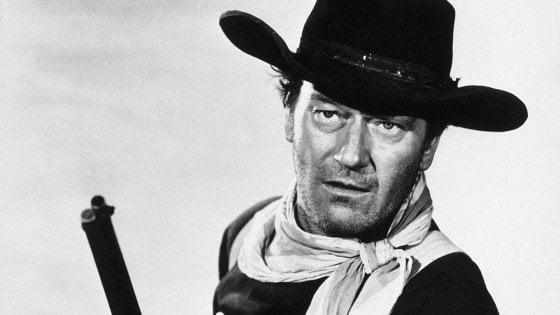 """Usa, via il nome di John Wayne dall'aeroporto: """"Era razzista e omofobo"""""""