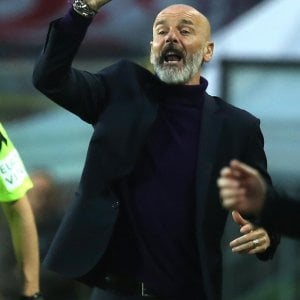 "Fiorentina, Pioli: ""Sconfitta meritata, prendiamo troppi gol"""